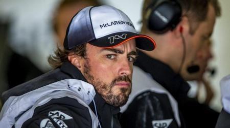 アロンソ「ホンダF1が競争力をつけているのを見るのは嬉しい、ルノーも」