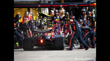 レッドブル、ピット作業最速を更新@F1ブラジルGP