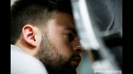 ウィリアムズがFW43をファイアアップ