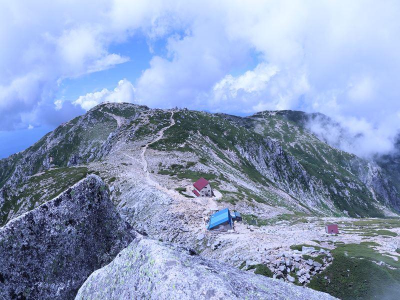 宝剣岳から見た乗越浄土