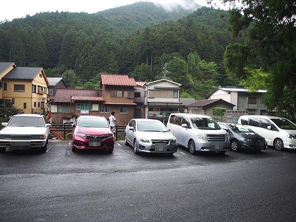 面不動鍾乳洞の駐車場