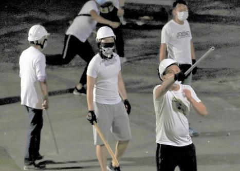 20190723香港白シャツ