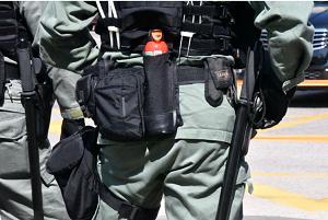 20191128香港警官催涙銃持たず