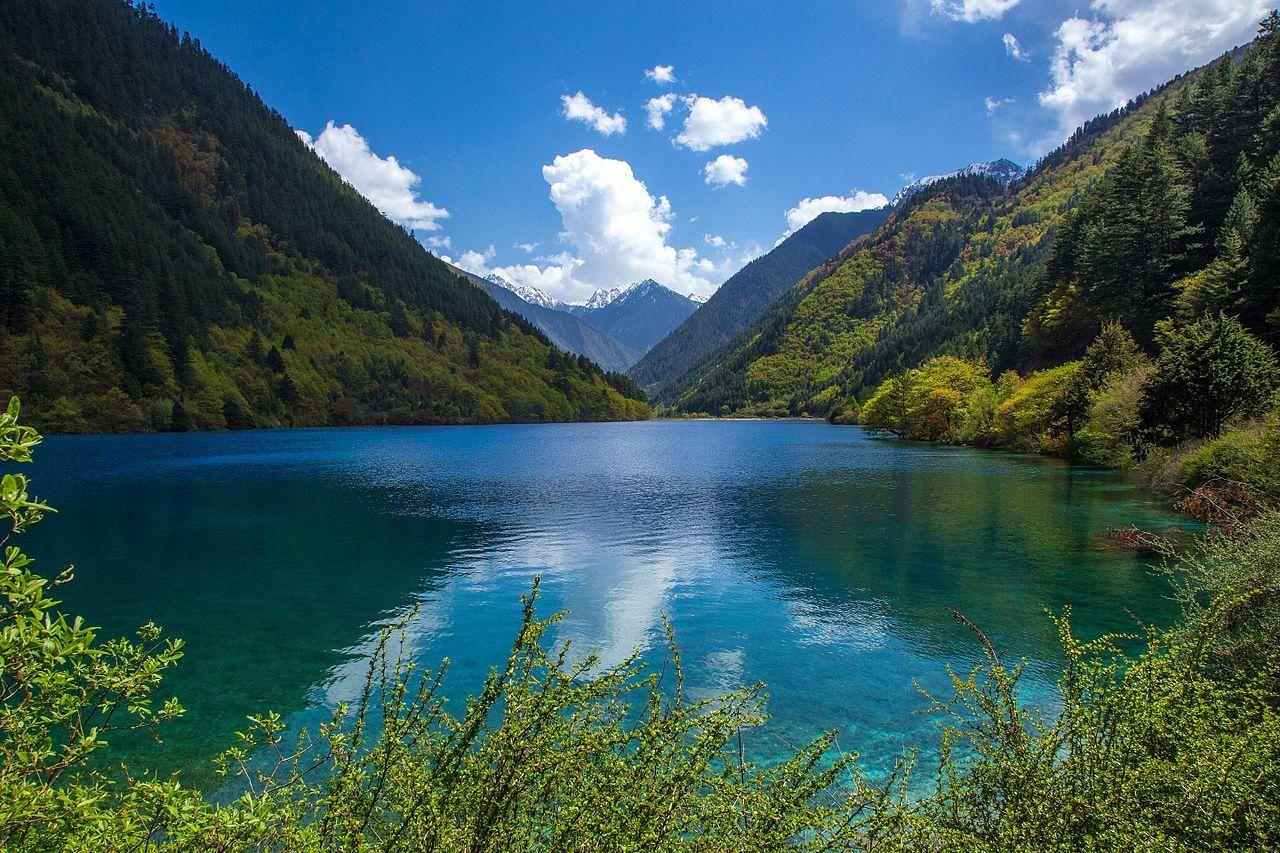 Rhinoceros_Lake,_Jiuzhaigou_Valley