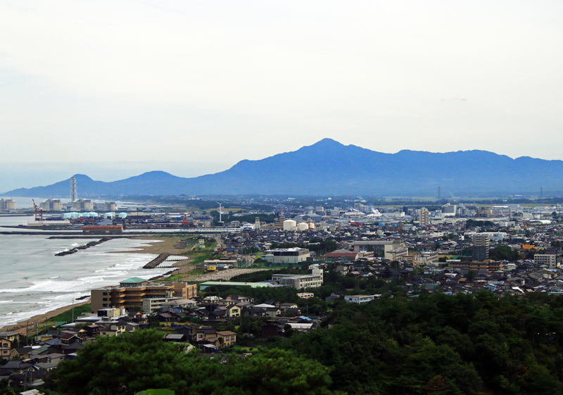 米山と直江津港