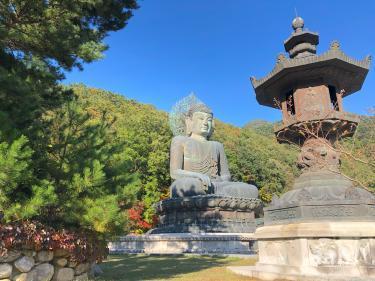 雪岳山にはお寺もあり、大仏様もいらっしゃいます。