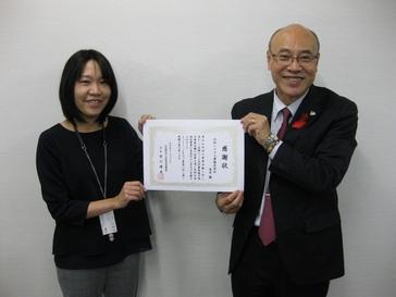 大阪市内の工事現場に共同募金協力型自販機が設置されました。