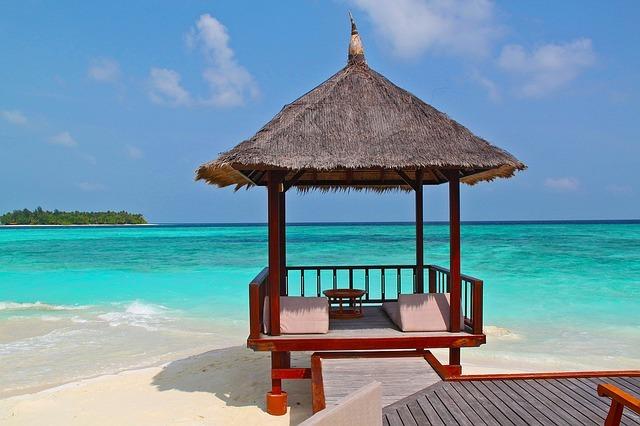 beach-hut-237489_640.jpg