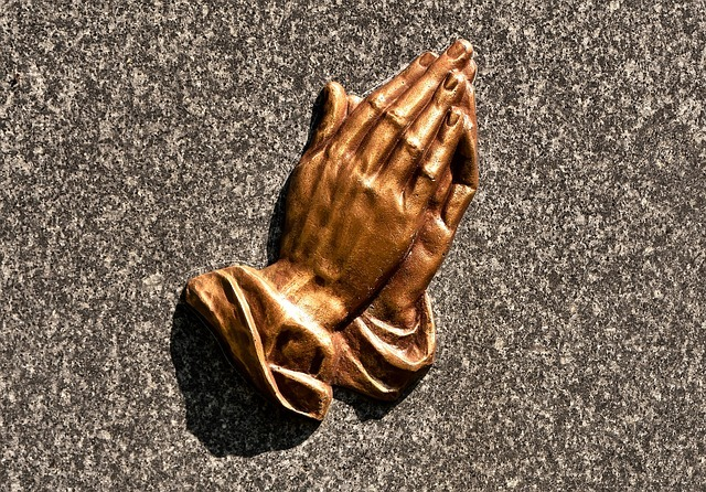 praying-hands-2333730_640.jpg