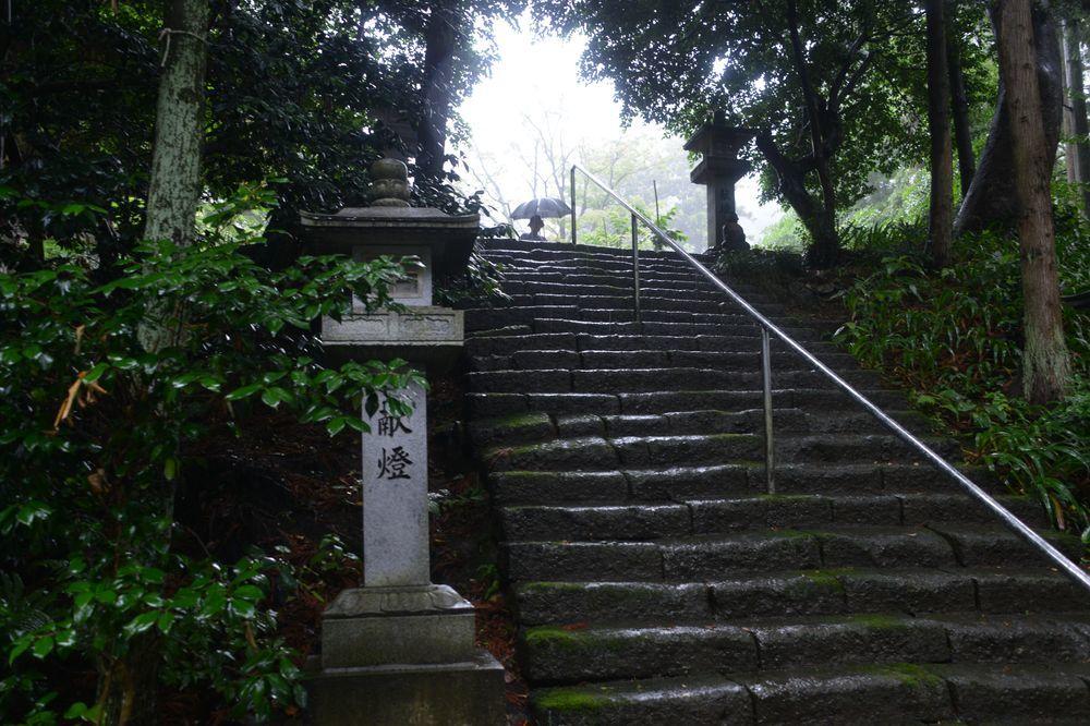 雨の国上寺-2