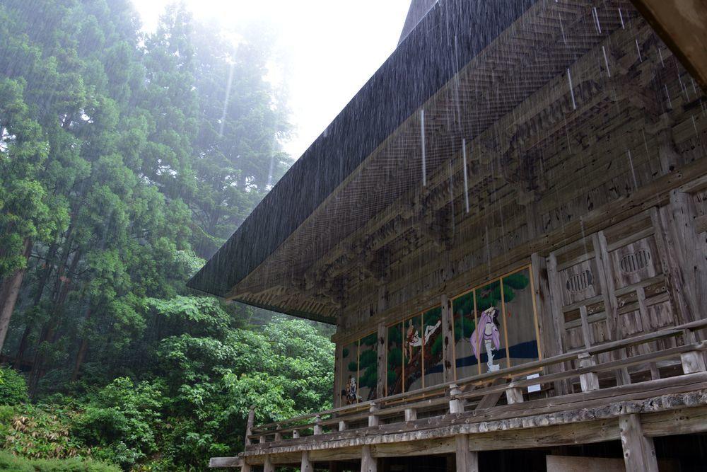雨の国上寺-1