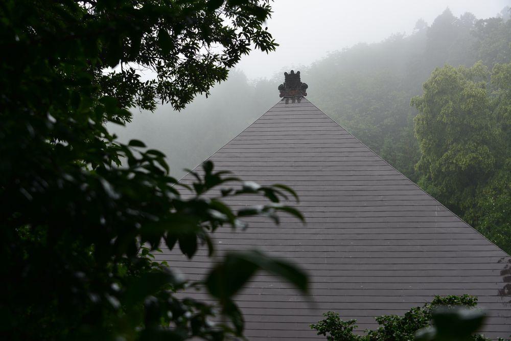 雨の国上寺-3