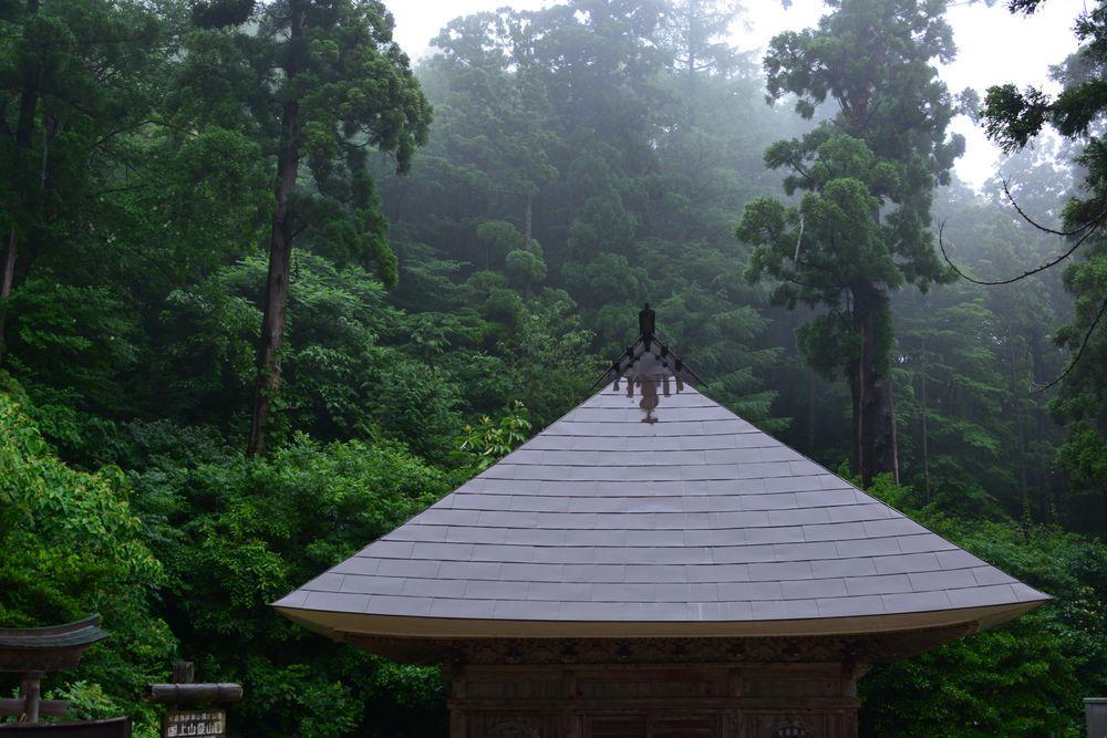 雨の国上寺-5