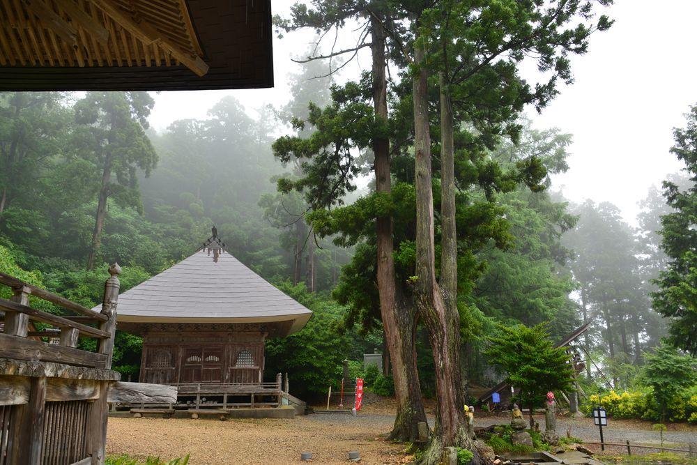 雨の国上寺-6