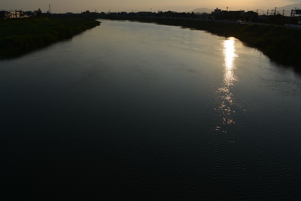 河の日暮れ-1
