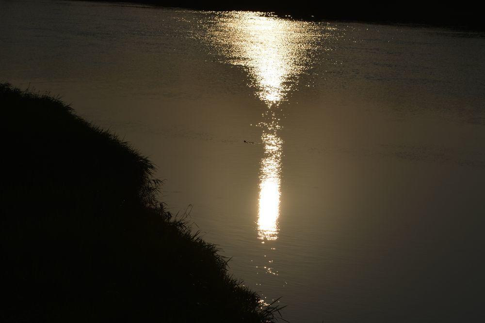 河の日暮れ-3