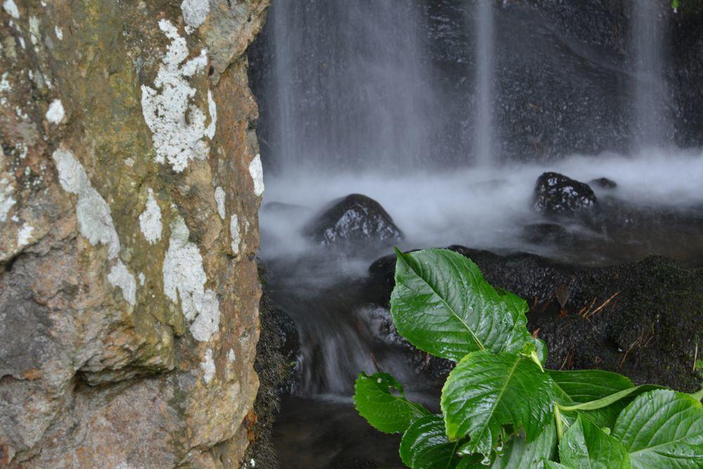 公園の滝-5