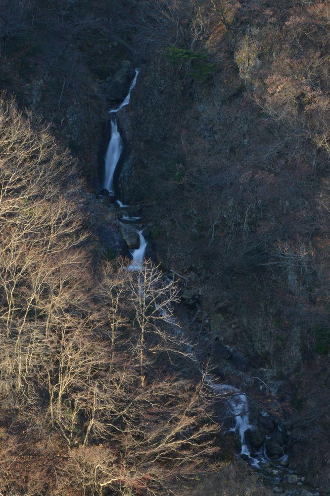 ダムの滝-1