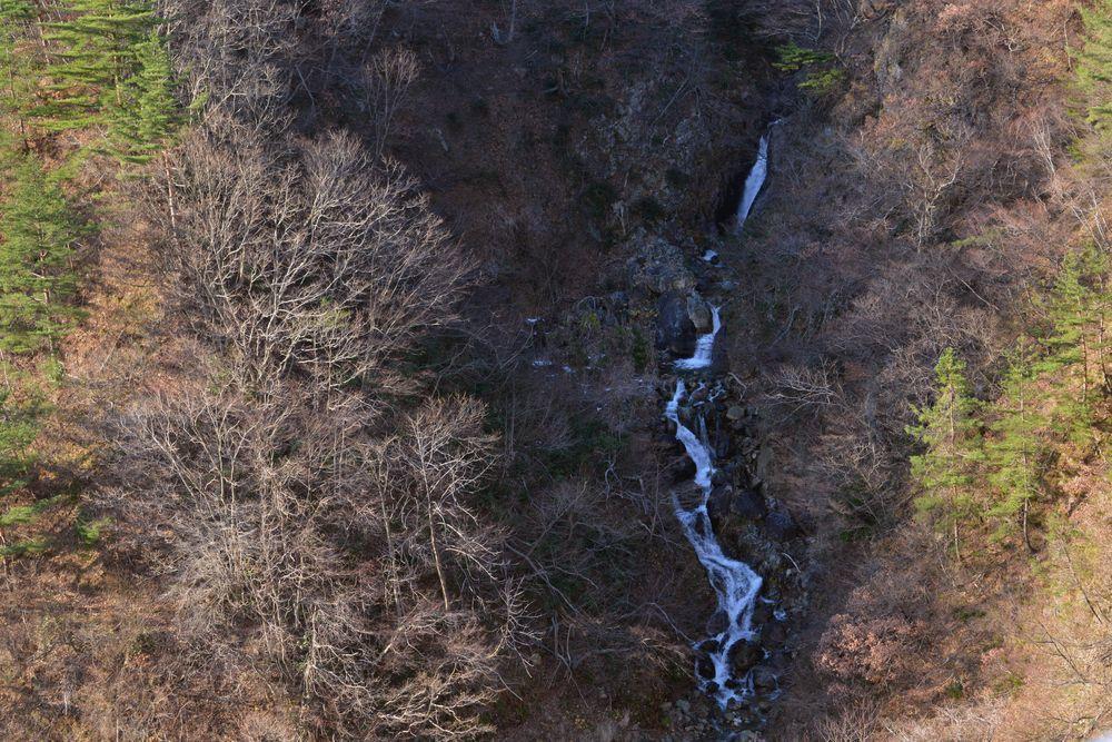 ダムの滝-3
