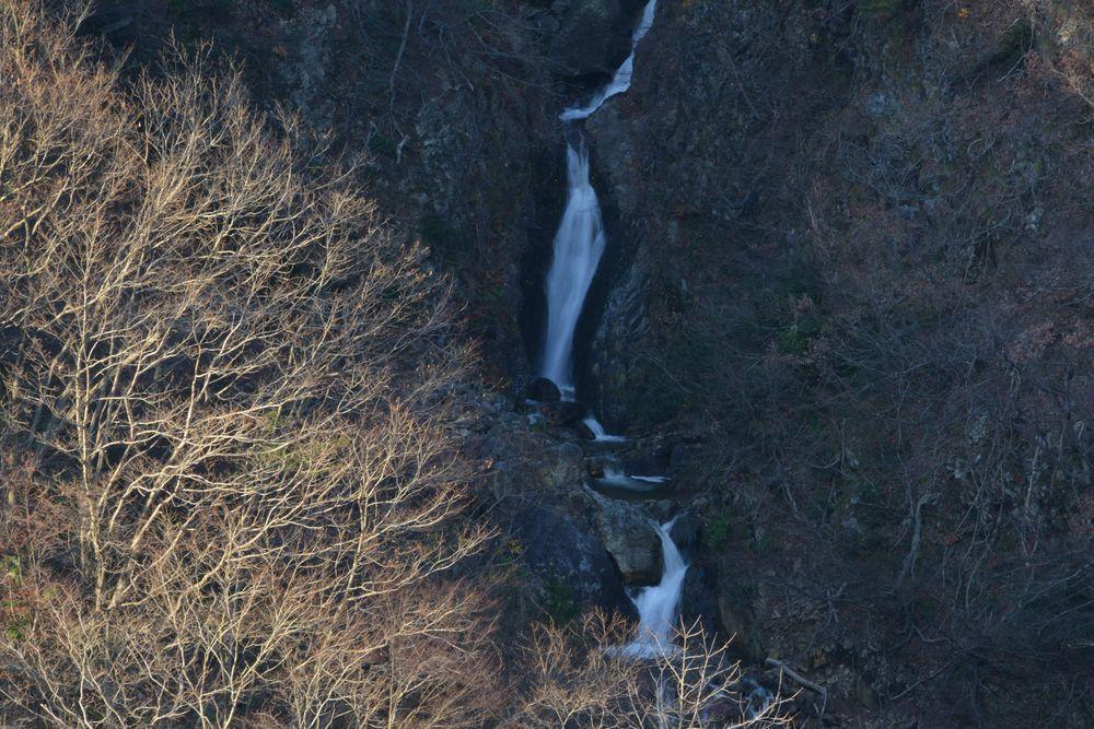 ダムの滝-4