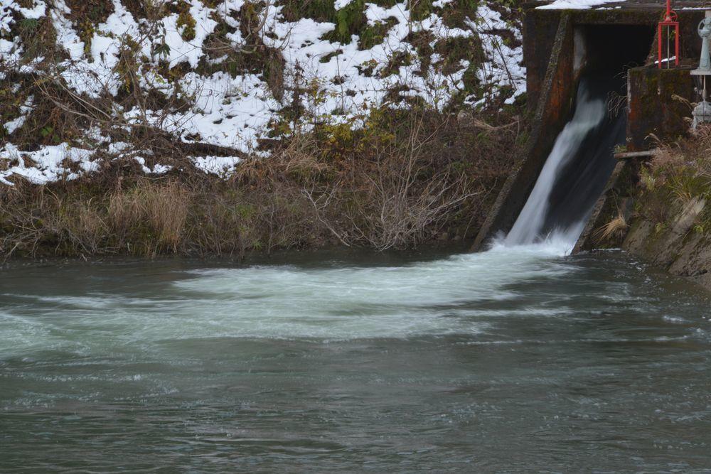 ダムの滝-5