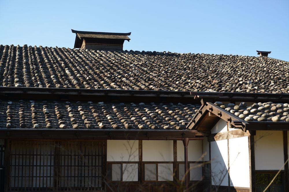 石置木羽葺屋根-2