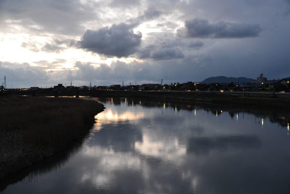 夕暮れの河-2