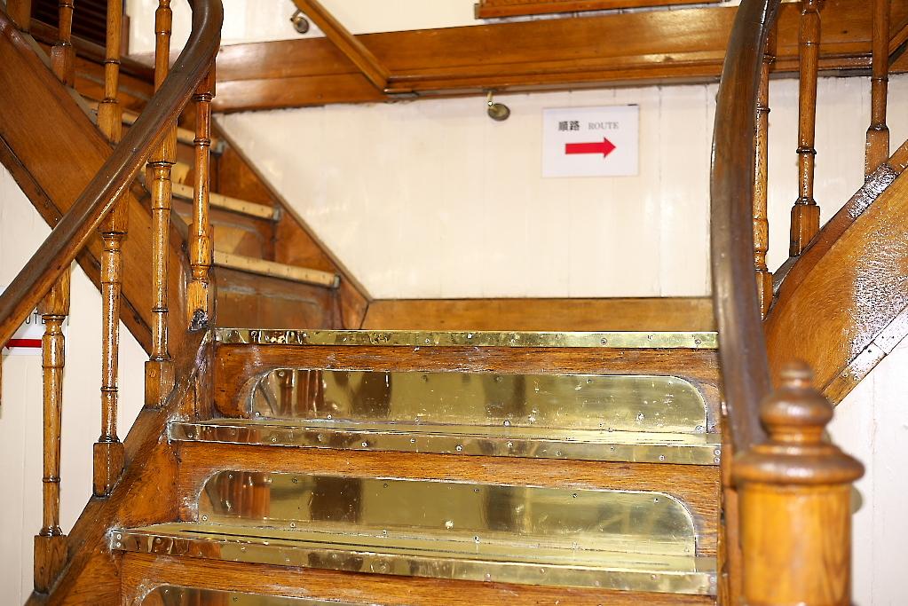 いよいよあの金ピカの階段を上る_1