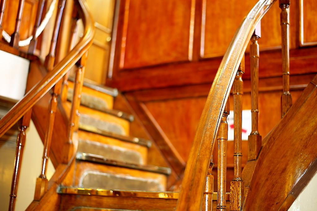 もう一つの金ピカの階段を上がる_1