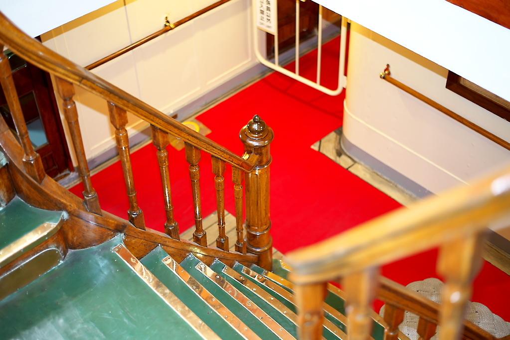 もう一つの金ピカの階段を上がる_4
