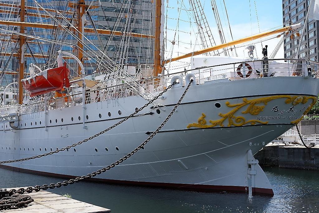 下船して、周囲から船体を眺める_3