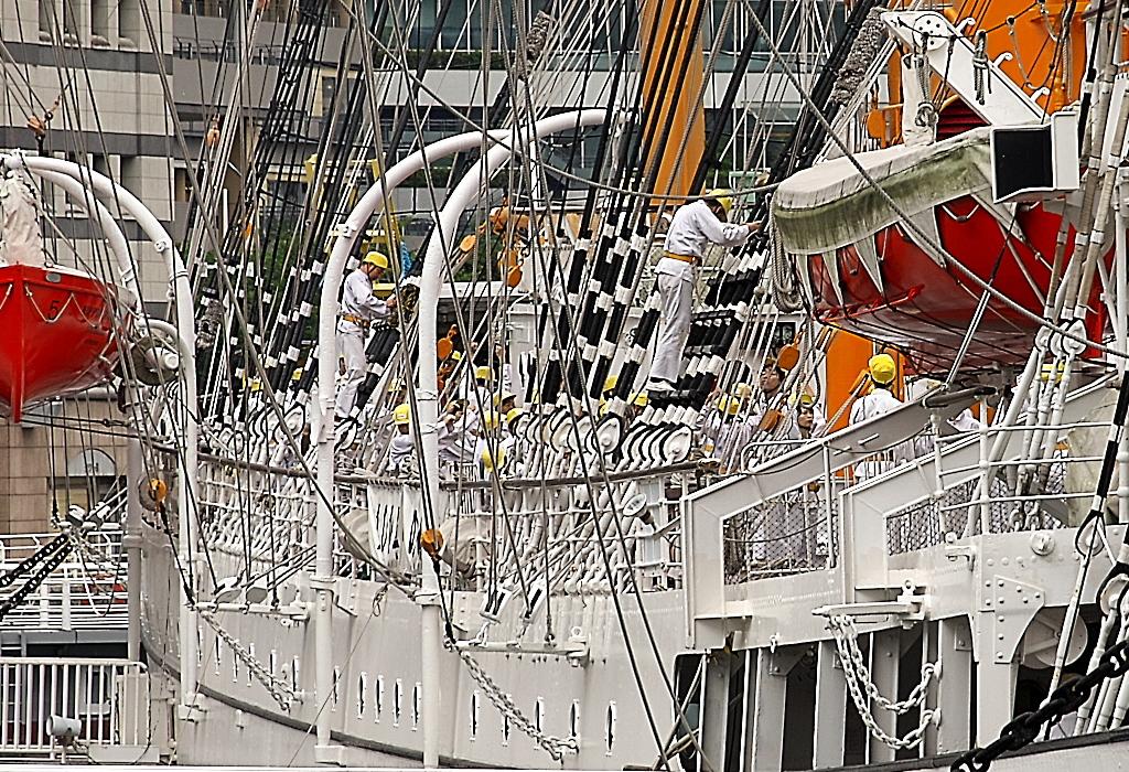 総帆展帆のボランティア要員が乗船した_2