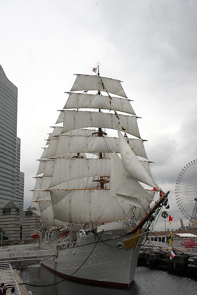 見よ帆船日本丸の雄姿だ