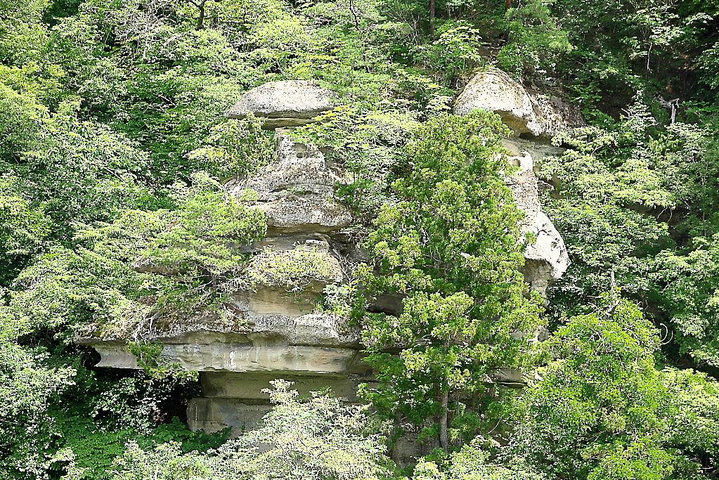 大規模な奇岩_2