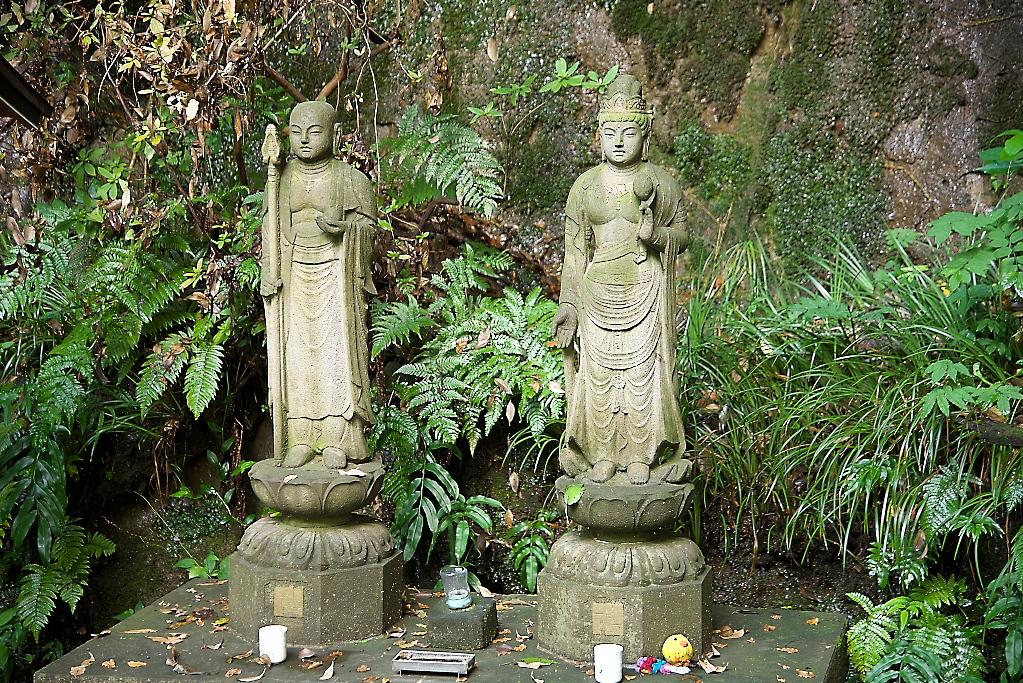 弘法大師像と観音像
