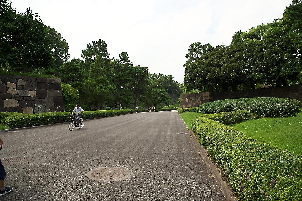 二の丸庭園へ向かう_2