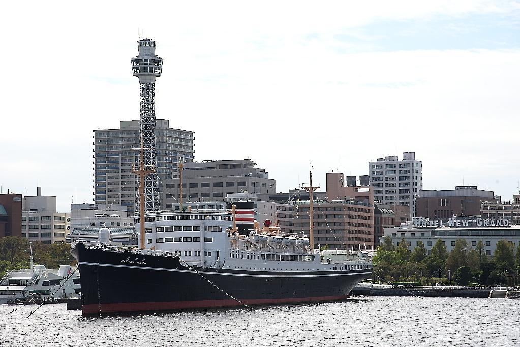 動き出した船は桟橋から離れていく_1