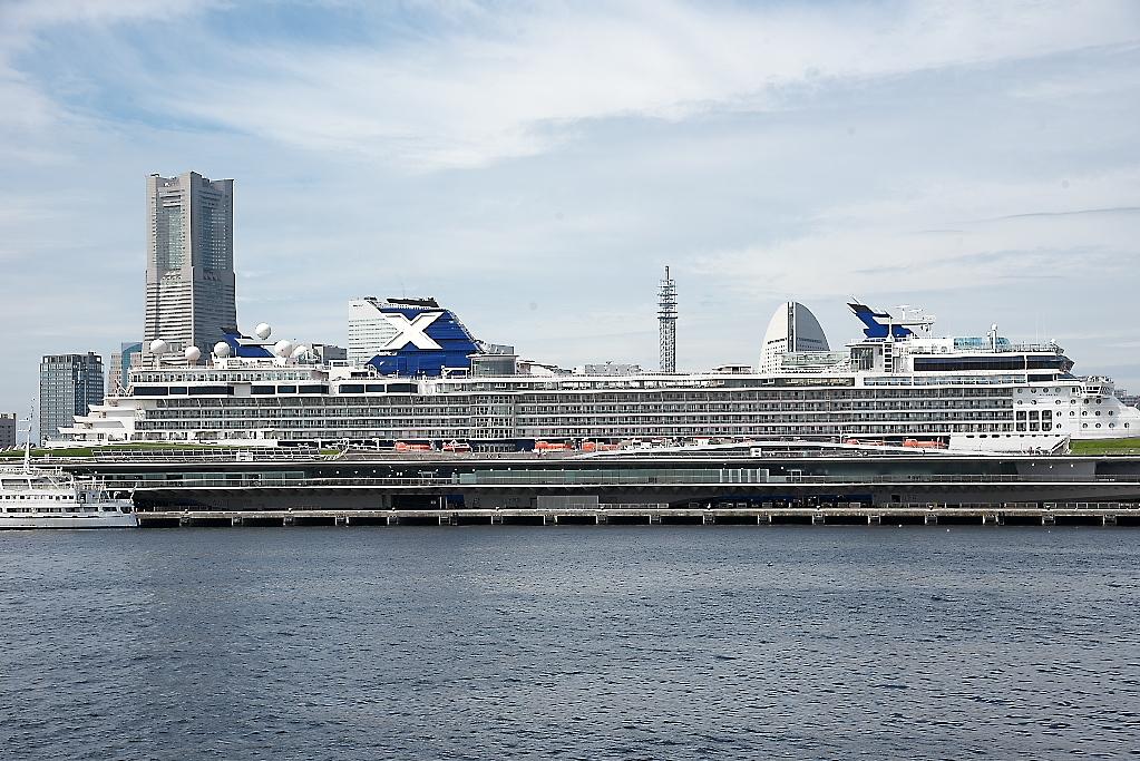 動き出した船は桟橋から離れていく_2
