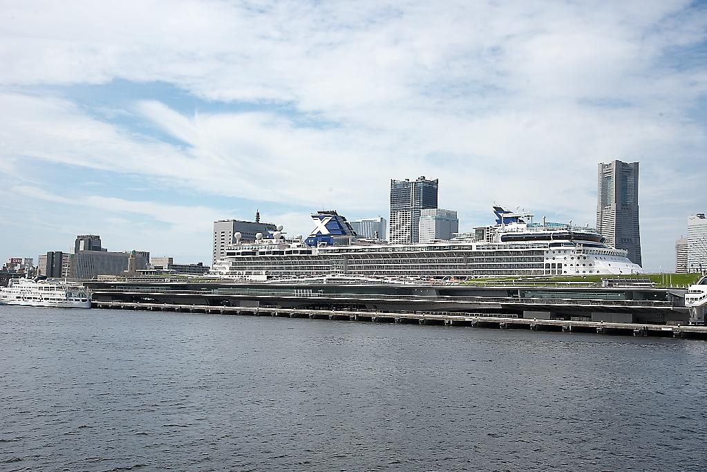 動き出した船は桟橋から離れていく_3