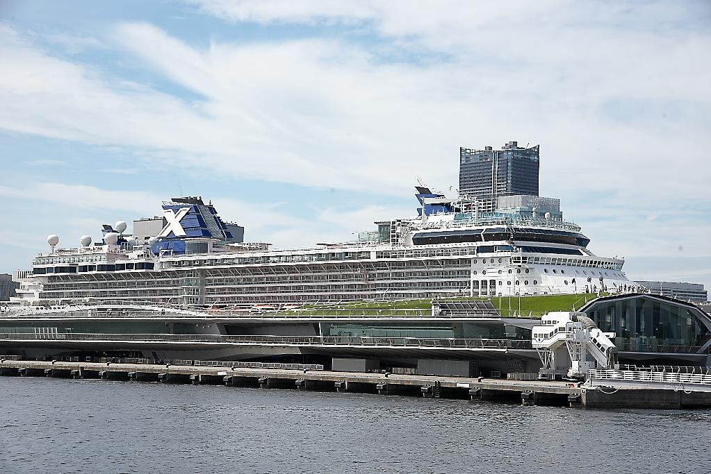 動き出した船は桟橋から離れていく_4