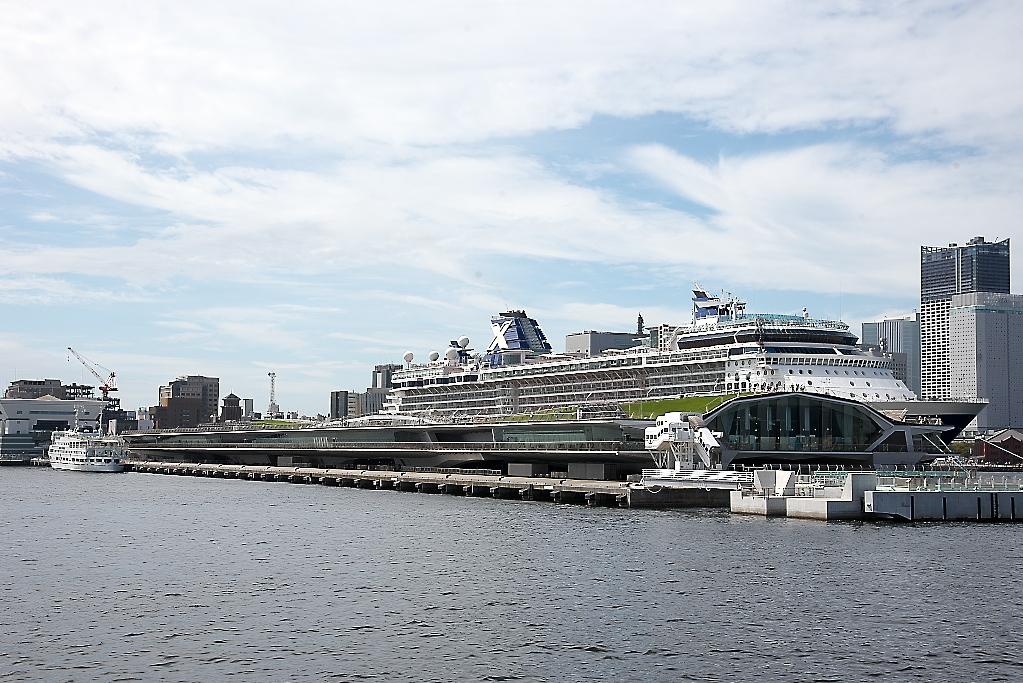動き出した船は桟橋から離れていく_5