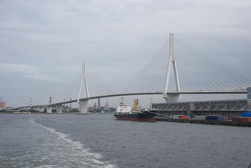 つばさ橋をくぐった後は左に旋回し_2