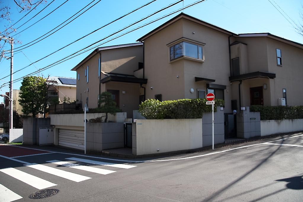岡田家の向い側