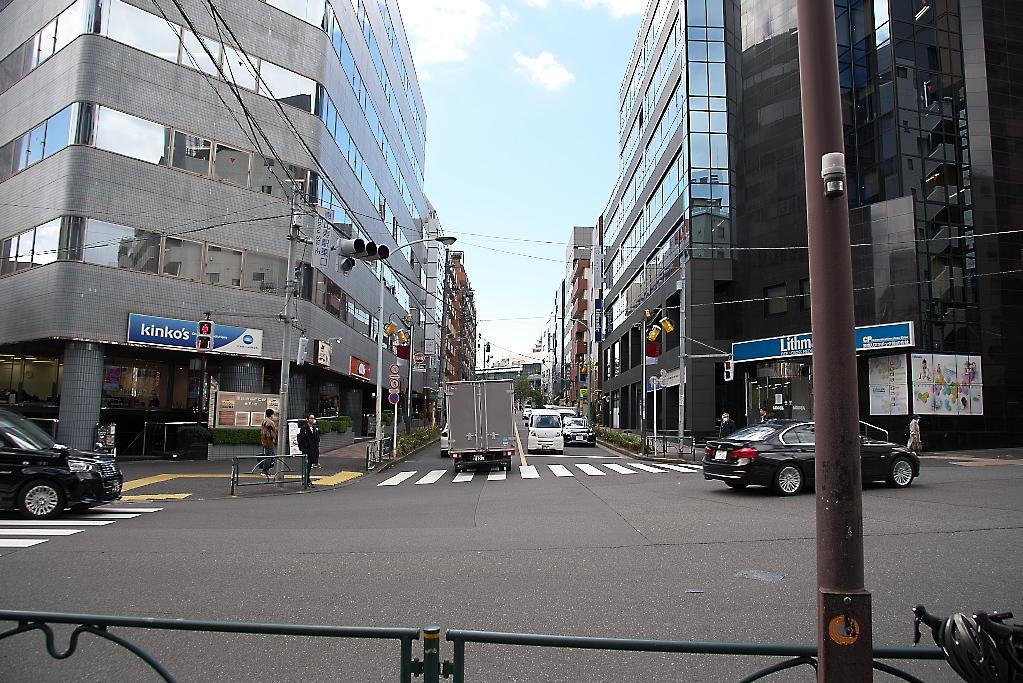 恵比寿駅東口交差点をも突っ切って、道なりに進む_1