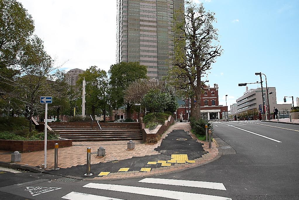 恵比寿駅東口交差点をも突っ切って、道なりに進む_3