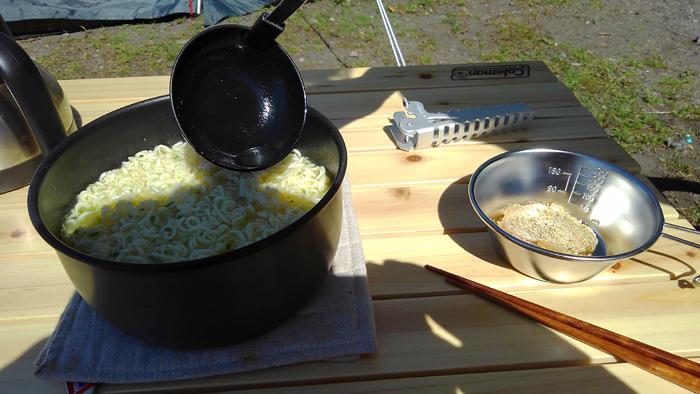お昼ごはん サッポロ一番塩ラーメン
