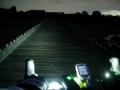 190726暗くなった流れ橋を押し歩く