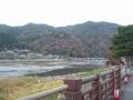 191207裏道を抜けて桂川の左岸から渡月橋に進入