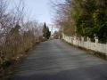 200307坂の向こうに鳥居が見えてきた