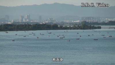琵琶湖大橋から眺めた木浜沖と浮御堂沖の大船団(YouTubeムービー)